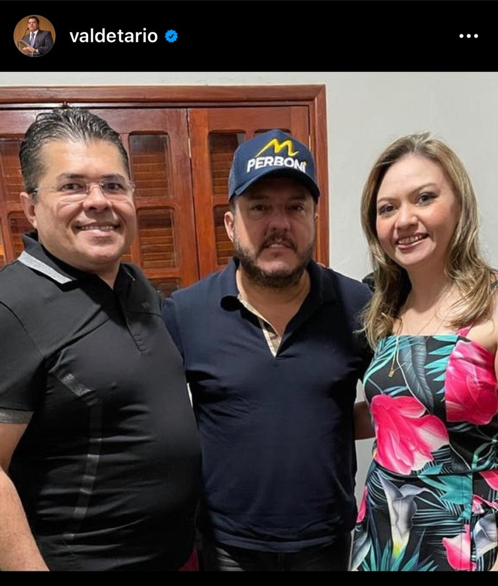 Ex-chefe da Casa Civil do DF, Valdetário Monteiro, e cantor sertanejo Bruno, na festa de aniversário de 50 anos de Ibaneis Rocha — Foto: Instagram/Reprodução