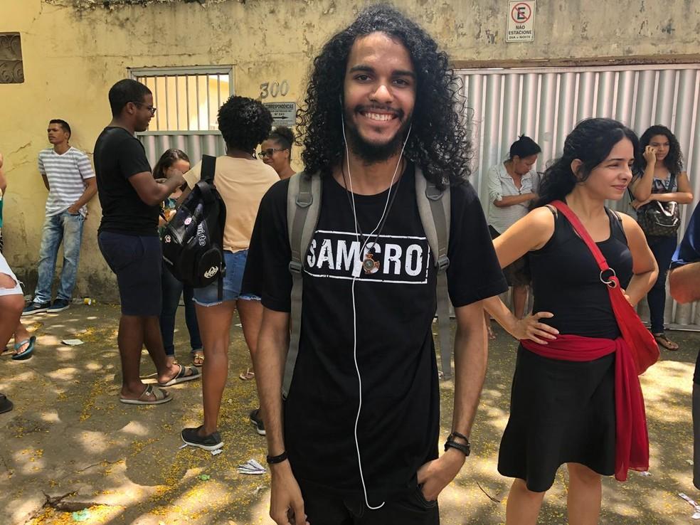 ENEM 2018 - DOMINGO (11) - RECIFE (PE) - Estudante Igor Guilherme prefere escutar rock para conter ansiedade pré-prova — Foto: Pedro Alves/G1