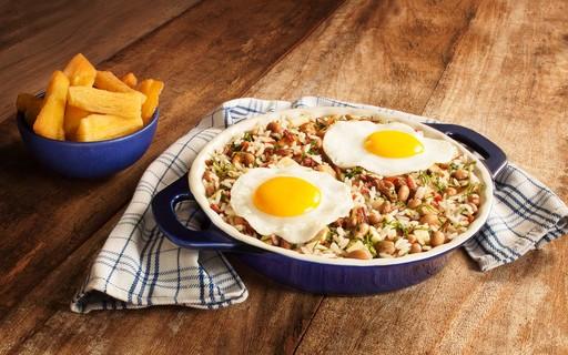 Mexidão de arroz e feijão leva bacon e carne seca