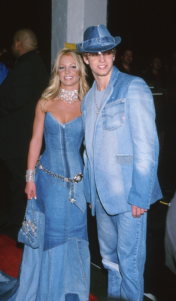 Britney Spears e Justin Timberlake durante premiação em 2001 (Foto: Getty Images)