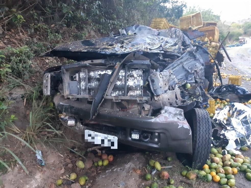 Motorista de caminhão, de 24 anos, morreu após acidente na BR-104, em Panelas — Foto: PRF/Divulgação