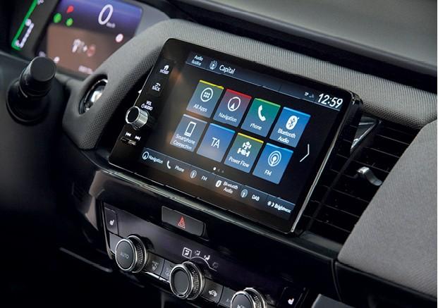 Honda FIt (quarta geração) - Central multimídia melhorou muito,  mas a da versão mais sofisticada é bem melhor (Foto: Divulgação)