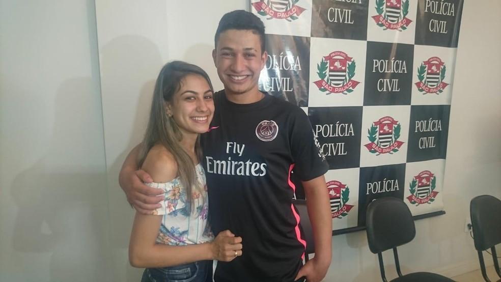 Taina Queiroz e o marido Raul da Silva — Foto: Paola Patriarca/G1