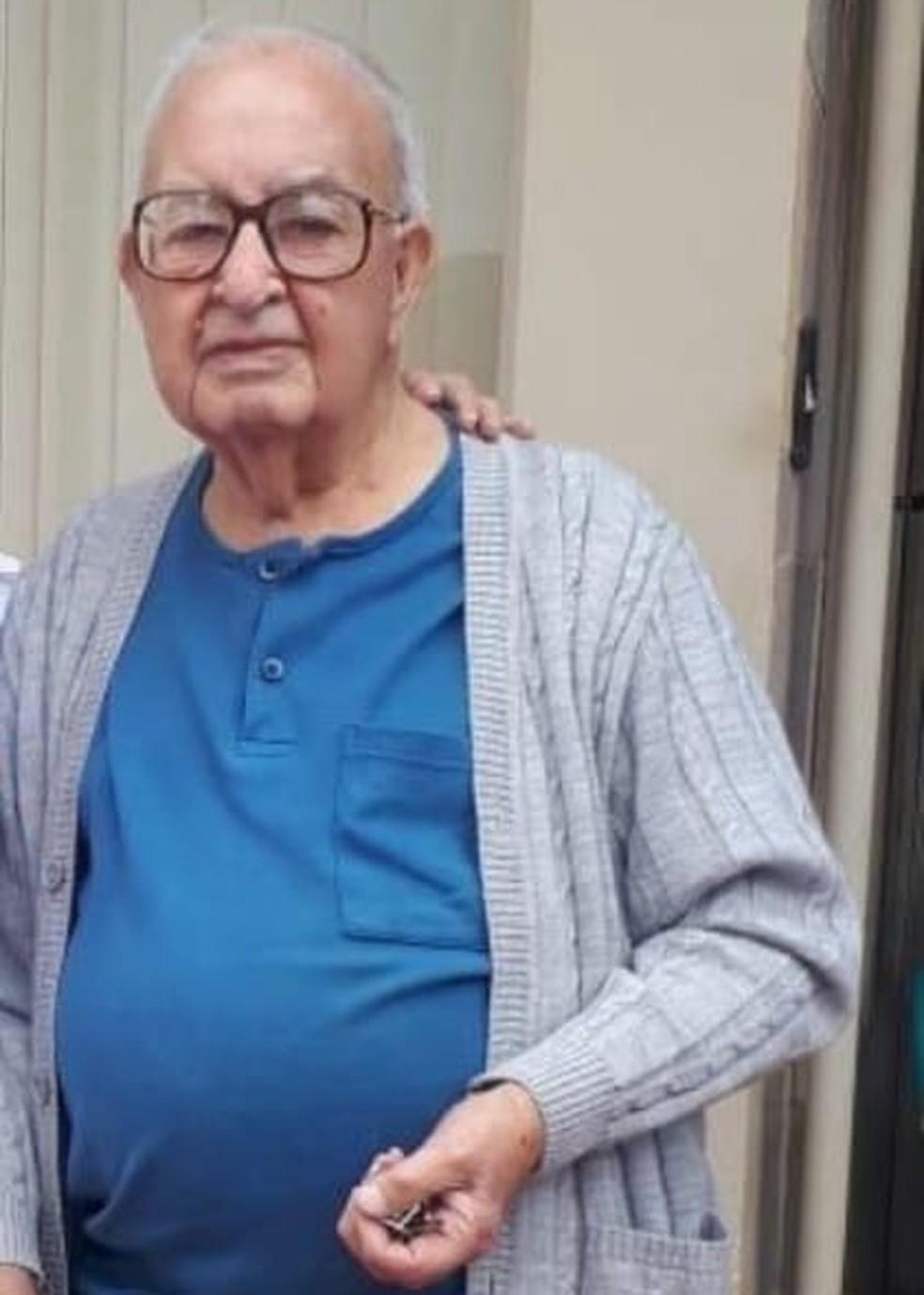 Apesar da indicação de isolamento social, idoso mantinha rotina de passeios esporádicos na rua — Foto: Arquivo pessoal