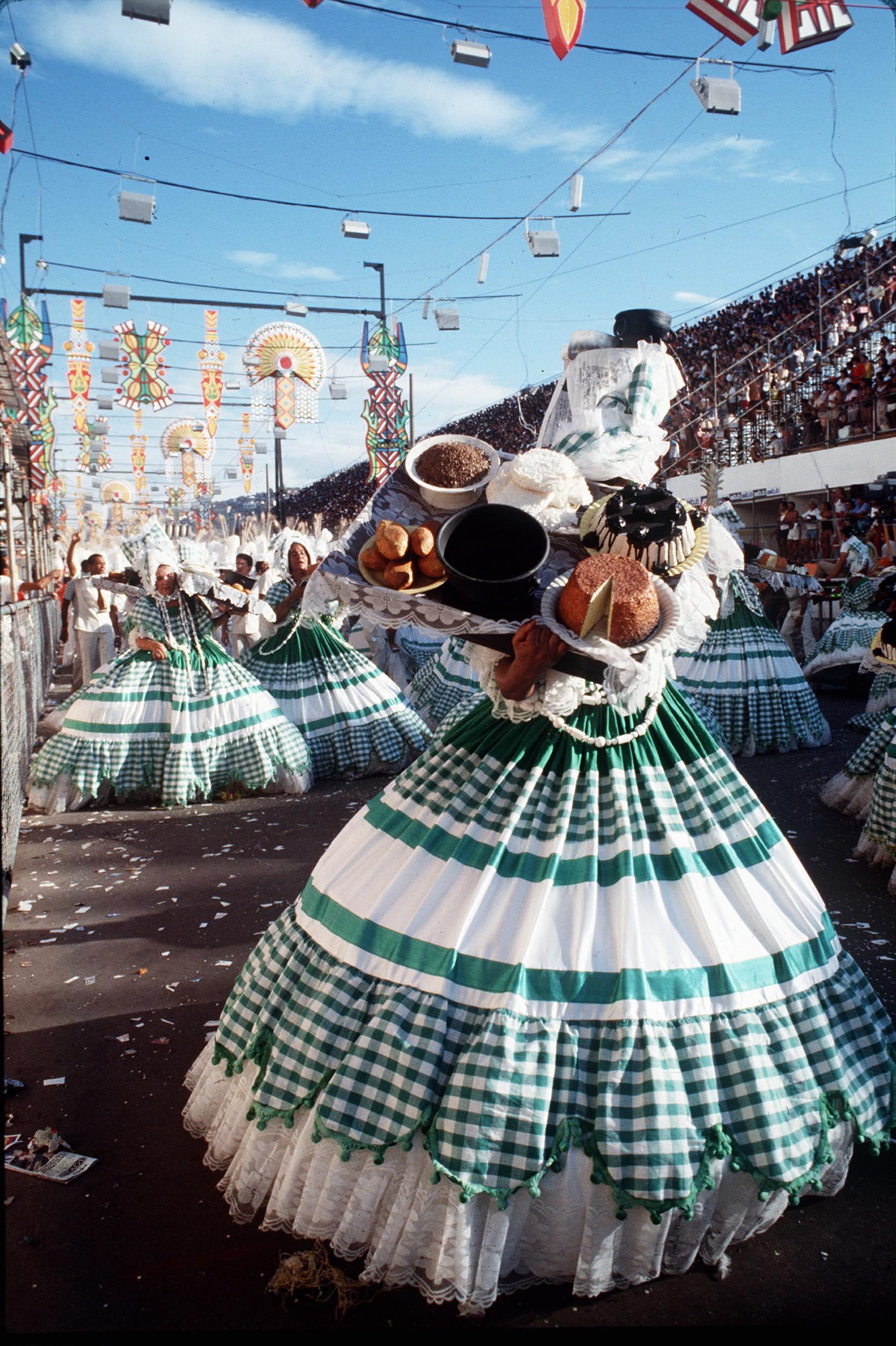 """Desfile campeão de 1980: Imperatriz campeã com """"O que é que a Bahia tem"""""""