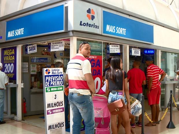 Lotérica Mais Sorte, em Campinas, onde foram feitas as apostas vencedoras da Mega (Foto: Reprodução EPTV)