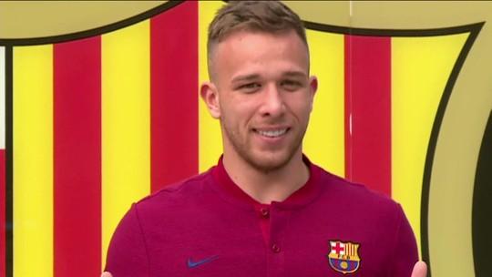 """Arthur diz que Messi é """"o melhor da história"""" e comenta parceria com Neymar: """"Santo bateu"""""""