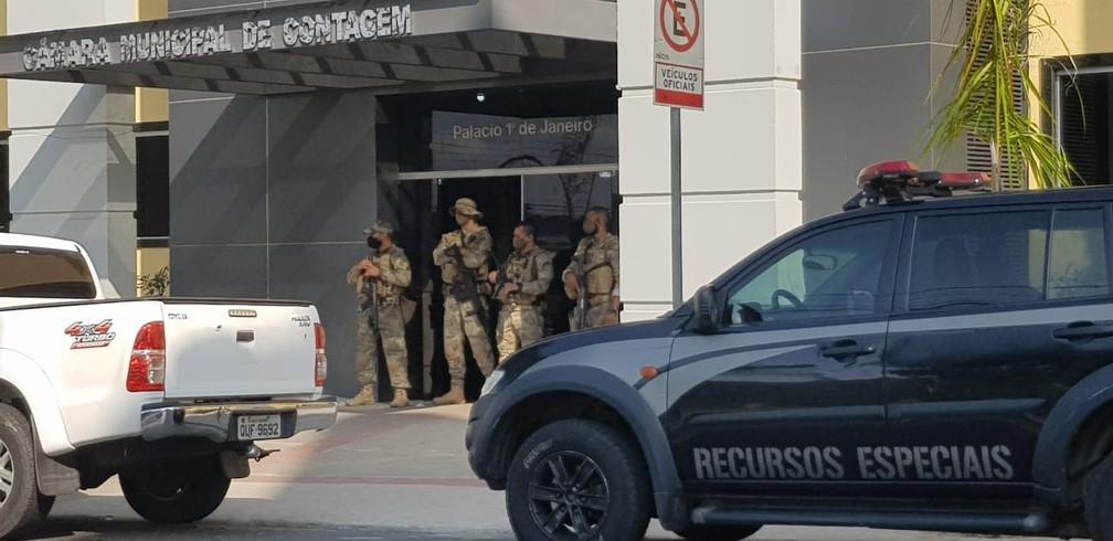 Operação policial na Câmara Municipal de Contagem. — Foto: Flávia Cristini / TV Globo