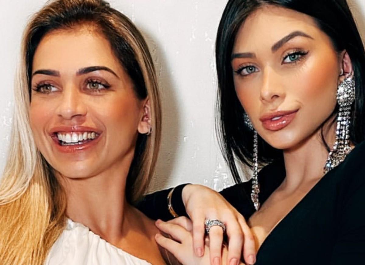 Flavia Pavanelli posa com a mãe e semelhança impressiona