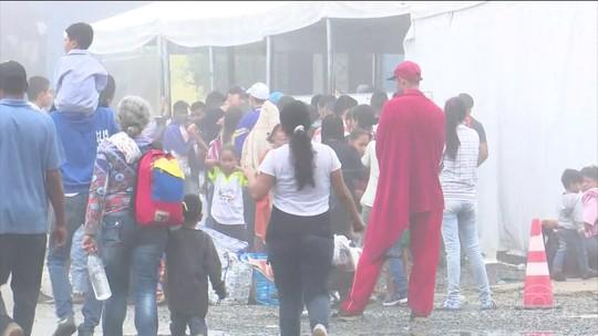 Brasil recebe mais de 800 venezuelanos após abertura de fronteira