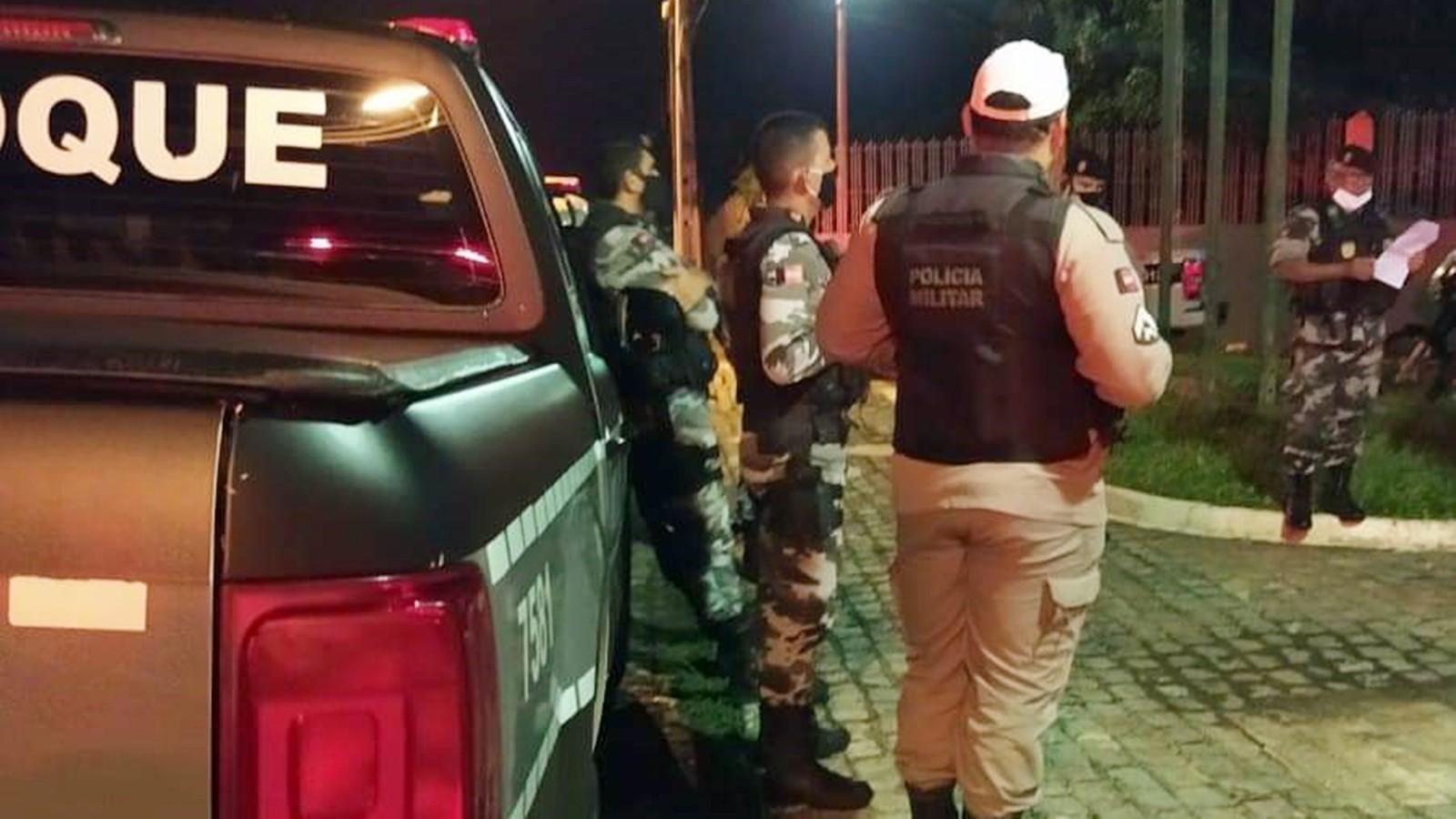 Polícia prende dono de bar e cinco clientes por infringirem decreto de isolamento em Guarabira, PB