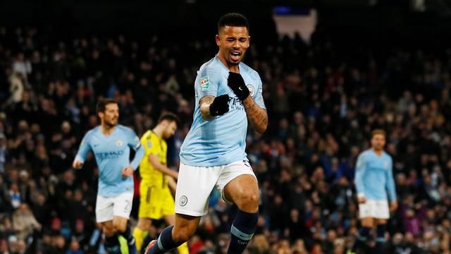 Gabriel Jesus comemora gol pelo Manchester City sobre o Burton Albion