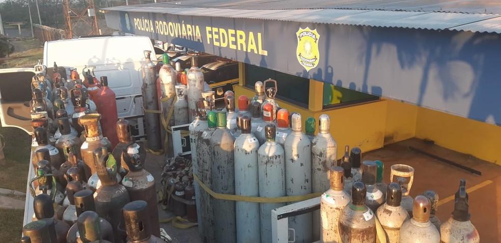 Veículo com drogas foi abordado por volta das 4h na BR-153 em Ourinhos — Foto: Polícia Rodoviária Federal/Divulgação