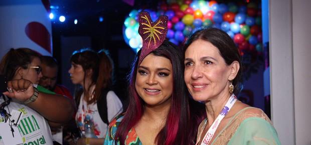 Preta Gil e a mãe, Flora Gil (Foto: Icaro Cerqueira/ Ed. Globo)
