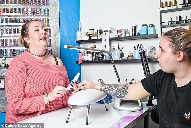 Condição rara: mulher chama atenção por soluçar diariamente há 12 anos