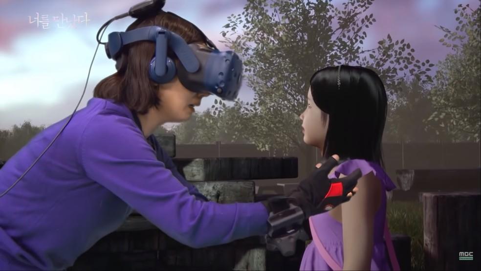 Realidade virtual é usada para promover 'encontro' entre mãe e filha falecida — Foto: Reprodução/YouTube (MBCdocumentary)