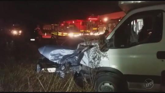 Batida entre carro e caminhão mata uma pessoa na BR-267, em Campanha, MG
