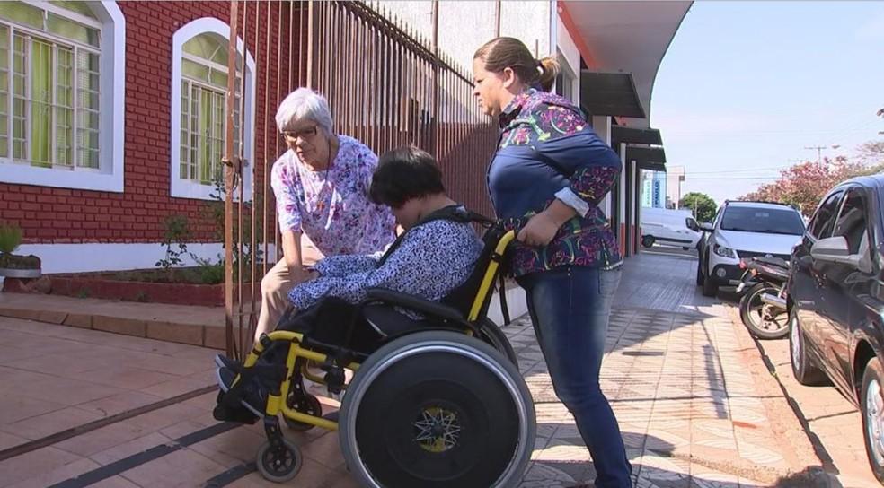 Cadeirante foi impedida de entrar em uma loja na área central de Itapetininga (Foto: Reprodução/TV TEM)