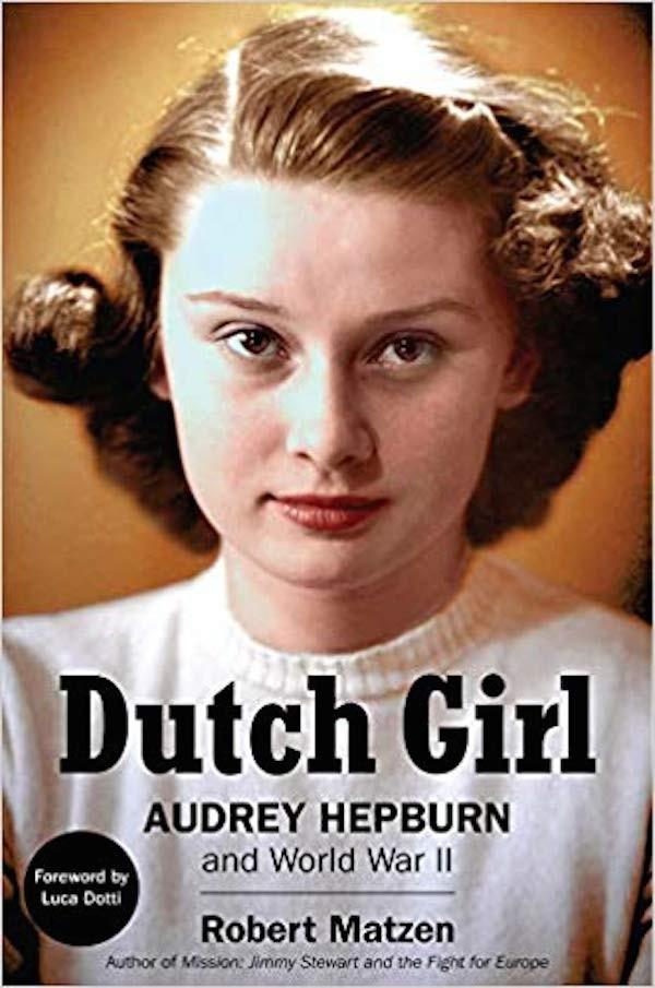 O livro contando a atuação de Audrey Hepburn como parte da resistência aos nazistas na 2ª Guerra Mundial  (Foto: Divulgação)