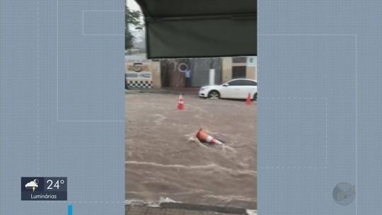 Chuva provoca alagamentos e deixa estragos em Guaxupé e Cambuquira, MG