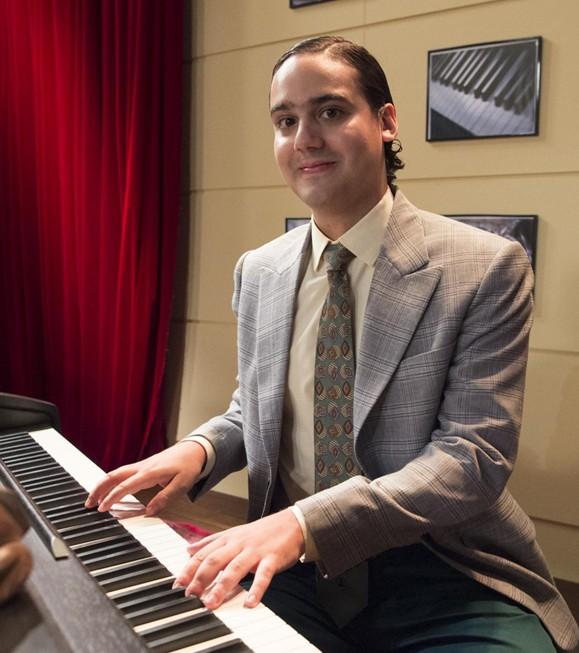 George Sauma grava 'Escolinha do Professor Raimundo' (Foto: Globo/Estevam Avellar)