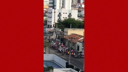 PM cerca grupo de motociclistas e apreende 50 veículos na Via Costeira, em Natal