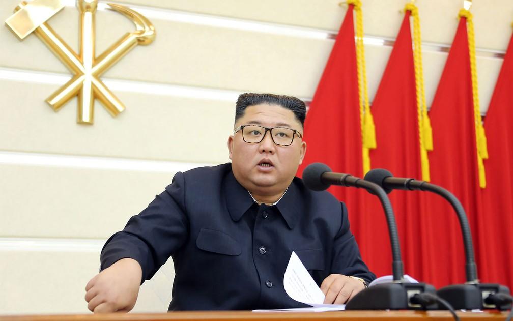 Kim Jong-un, durante reunião do Comitê Central do Partido dos Trabalhadores da Coreia do Norte — Foto: STR / KCNA / Via KNS / AFP Photo