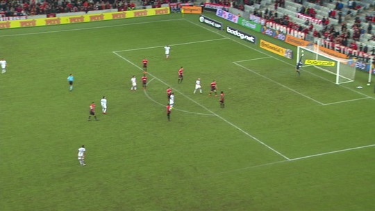 Athletico martela e finaliza 20 vezes para buscar gol no fim contra o Fortaleza; análise