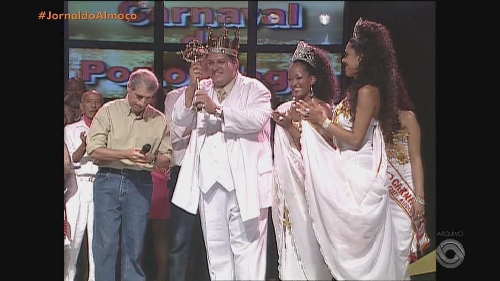 Otávio Frota foi rei momo do Carnaval de Porto Alegre — Foto: Reprodução / RBS TV