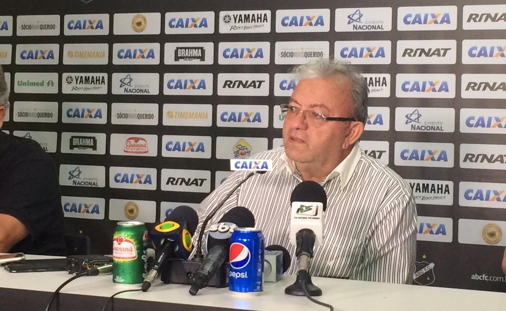 Presidente do ABC, Judas Tadeu agradeceu período em que Geninho esteve no clube (Foto: Leonardo Erys/GloboEsporte.com)
