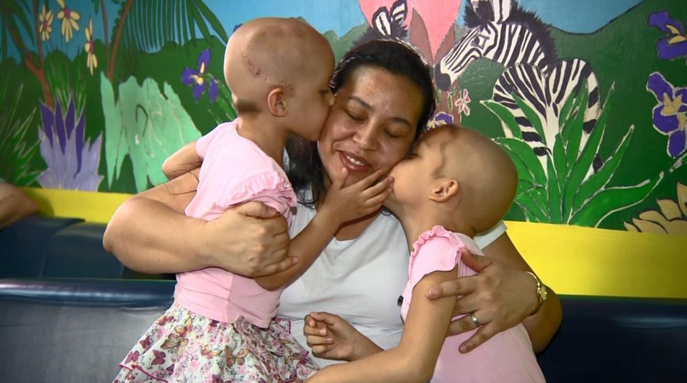 Rose Brito e as filhas Suelen e Larissa — Foto: Reprodução/EPTV
