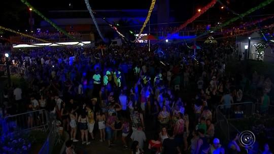 Carrões e trios elétricos animam primeiro dia de carnaval em Cerquilho