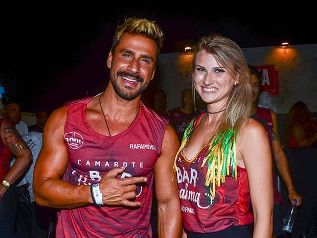 Júlio Rocha e Carol (Foto: Eduardo Martins/ Agnews)
