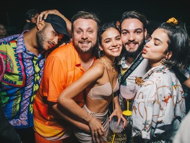 Bruna Marquezine e amigos em Fernando de Noronha (Foto: Raul/Divulgação)