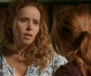 Gilda (Leona Cavalli) e Eliza (Marina Ruy Barbosa) em 'Totalmente demais' | TV Globo