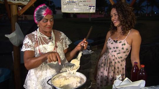 Conheça Toinha, uma baiana de acarajé que colhe dendê para fazer o próprio azeite