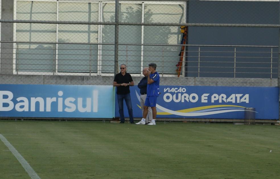 Duda Kroeff, Romildo Bolzan e Renato em conversa — Foto: Eduardo Moura