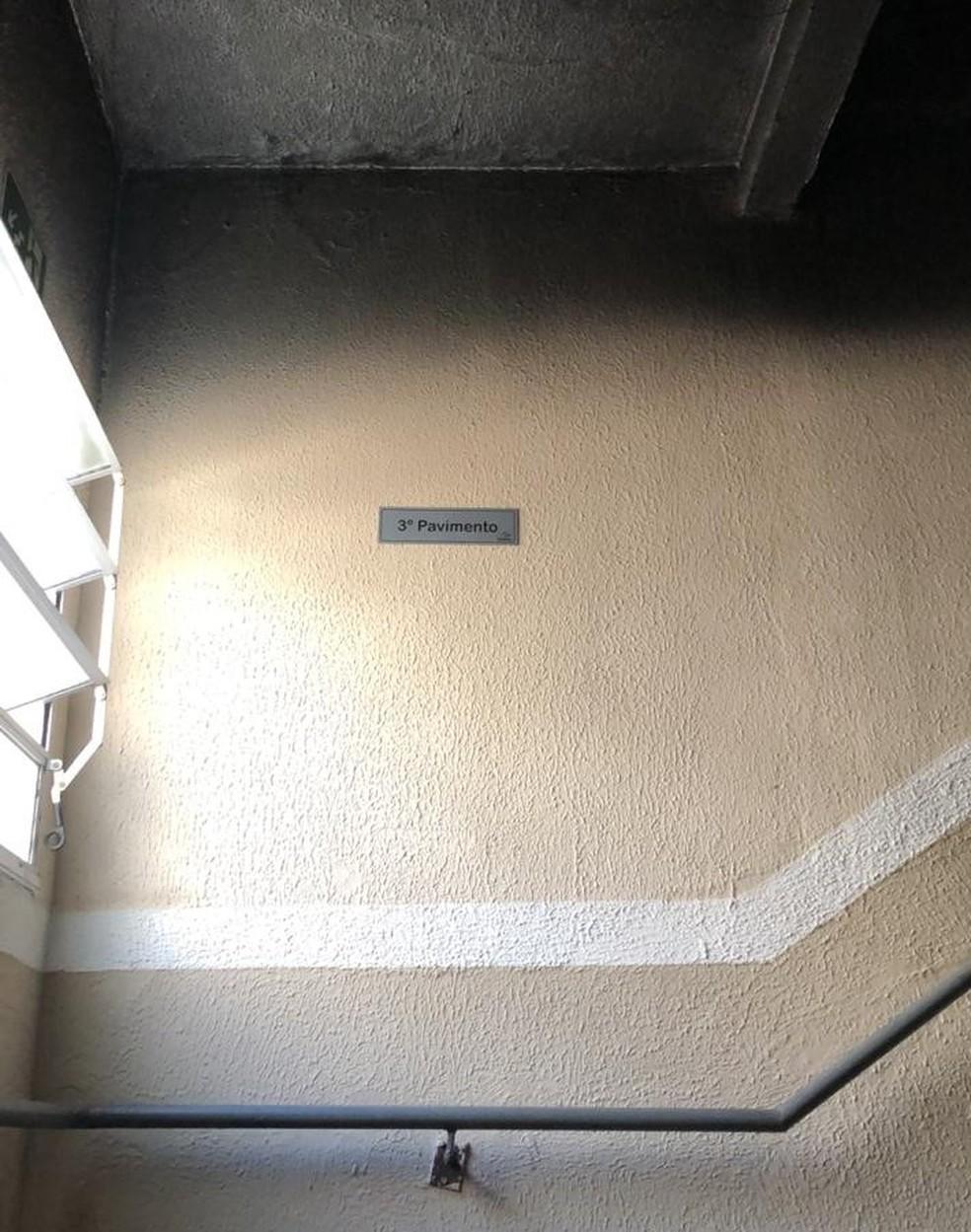 Teto da escada de serviço também foi danificado pelo fogo e fumaça — Foto: Reprodução/WhatsApp TV Rio Sul