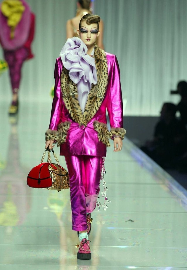 Dior alta-costura - Verão 2002 (Foto: Reprodução/ Vogue)