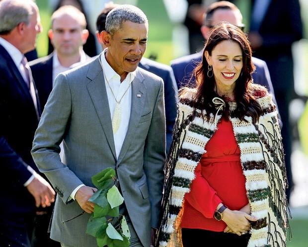 Com o ex-presidente americano Barack Obama em sua primeira visita à Nova Zelândia este ano (Foto: Pool, Fiona Goodall/Getty Images, Wpa Pool/Getty Images e Stefan Rousseau/PA Images via Getty Images)