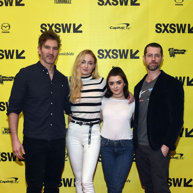 David Benioff, Sophie Turner (Sansa Stark), Maisie Williams (Arya Stark) e D.B. Weiss  (Foto: Getty Images)
