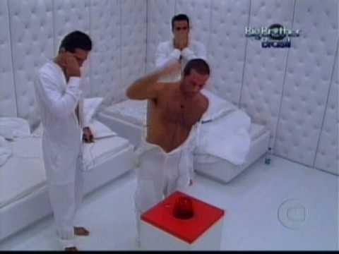 Newton, Ralf e Leonardo no quarto branco do 'BBB' (Foto: TV Globo)