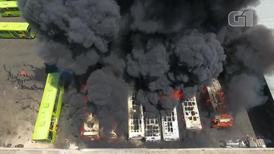 Incêndio destrói sete ônibus em garagem de empresa na Zona Sul de Teresina