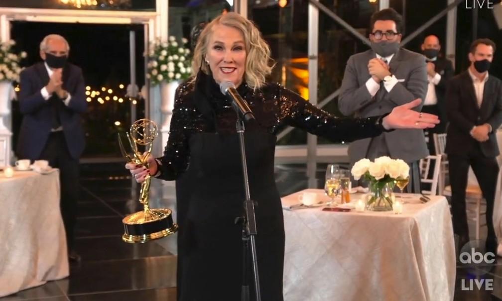 Catherine O'Hara agradece o Emmy de melhor atriz por 'Schitt's Creek' — Foto: The Television Academy e ABC Entertainment/AP