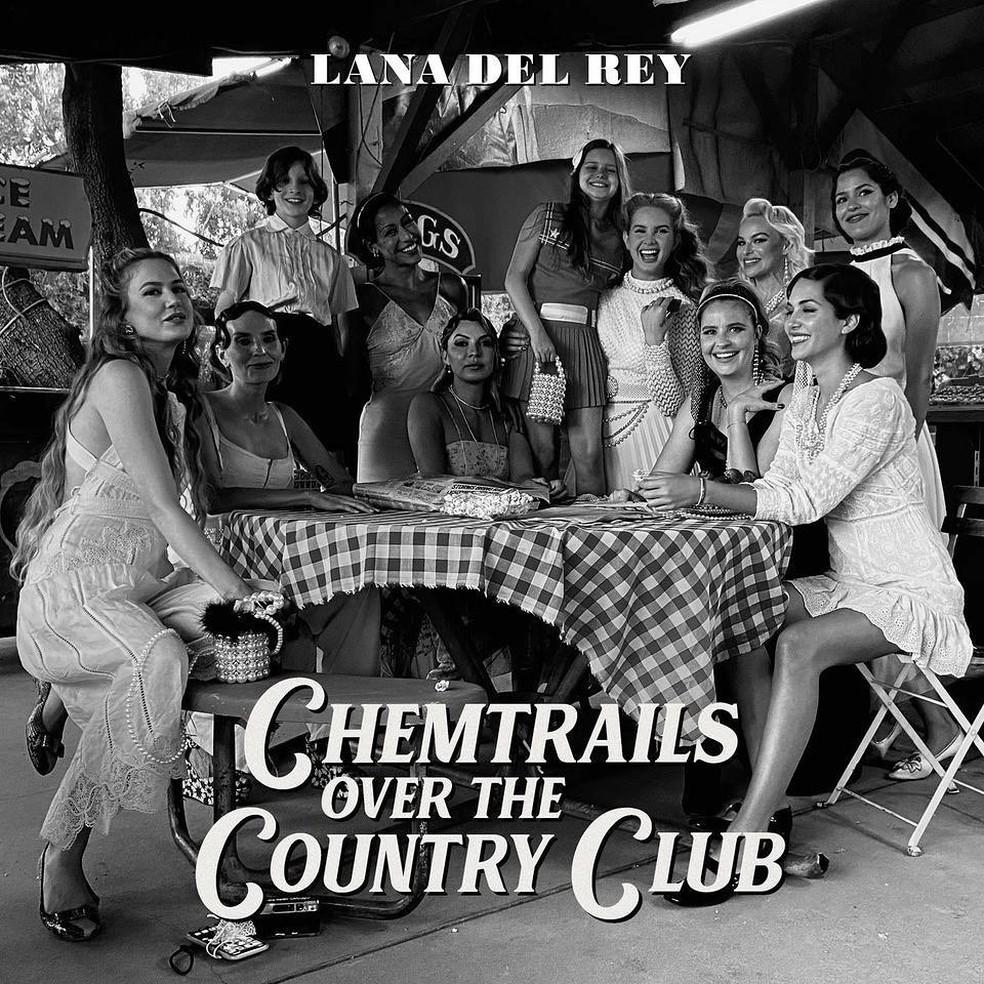 Capa do disco 'Chemtrails over the country club', divulgada por Lana Del Rey — Foto: Reprodução/Instagram