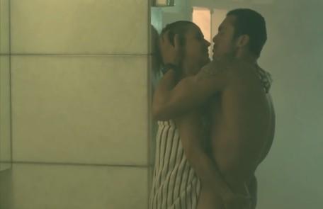 Uma cena lembrada pelo público é aquela em que Pia (Guilhermina Guinle) transa com seu personal trainer, Igor (Adriano Toloza), na sauna Reprodução