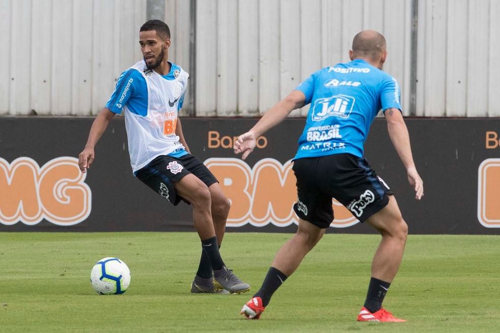Everaldo em treino no CT do Corinthians — Foto: Daniel Augusto Jr/Ag. Corinthians