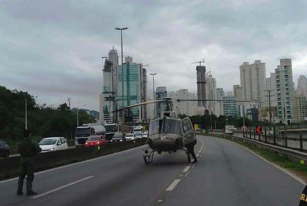 Helicóptero Águia da PM auxiliou no resgate dos feridos na BR-101 em SC — Foto: PRF/Divulgação