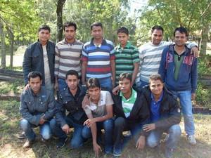 No sábado (11), 11 bengaleses foram encontrados com documentação ilegal no noroeste do Paraná (Foto: Polícia Rodoviária Estadual/Divulgação)