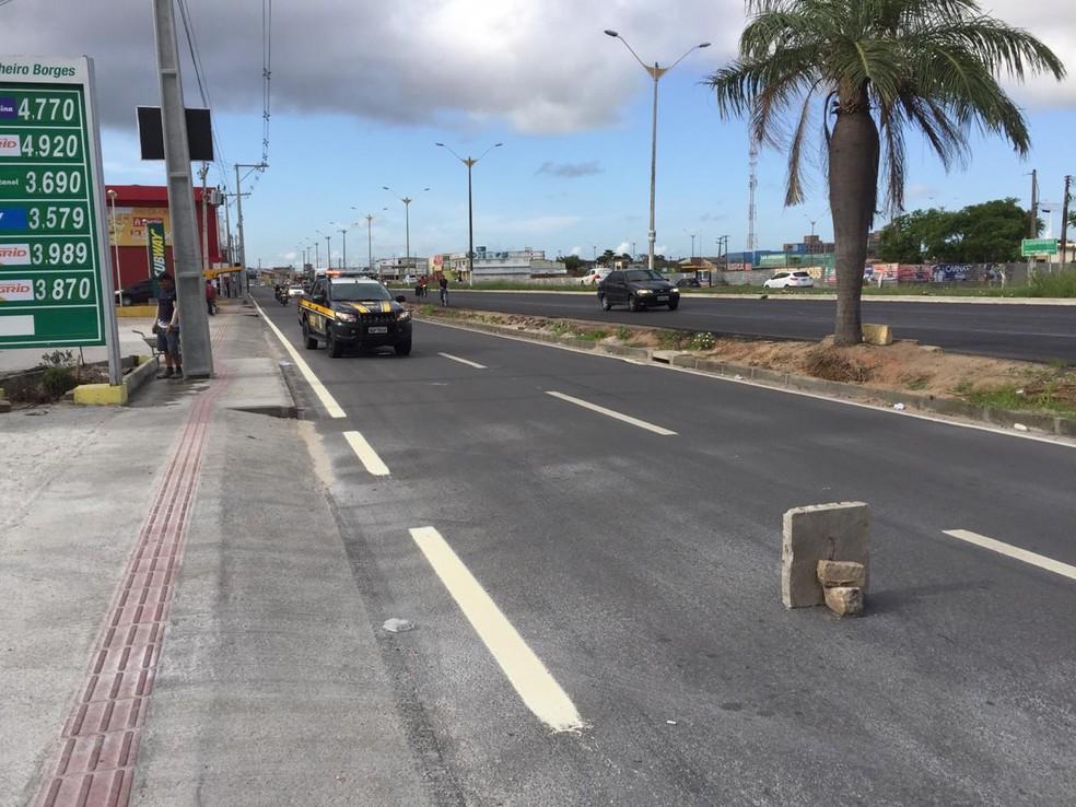 Morador de rua morre atropelado na BR-101 em Parnamirim — Foto: Rafael Lopes/Inter TV Cabugi